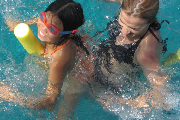 mamma Luisa e Gaia insieme in acqua_2120