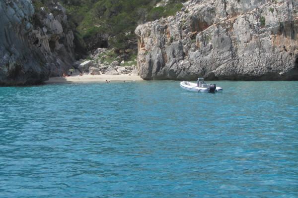 spiaggetta vicino a CalaLuna2119
